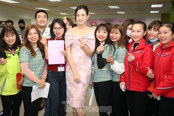 Hoa hậu Đỗ Thị Hà lan tỏa thông điệp hiến máu Chủ nhật Đỏ