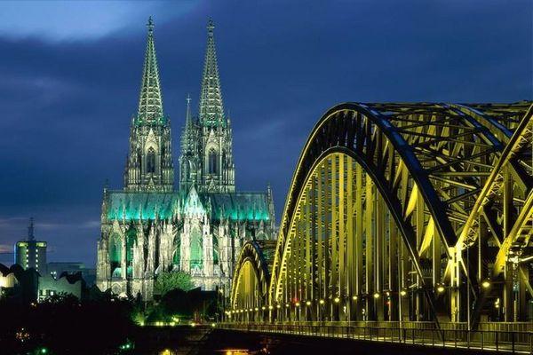 Thủ đô nước nào giữ kỷ lục với 1.700 cây cầu?