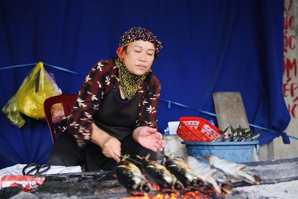Thơm lừng làng cá nướng ngày lạnh giá