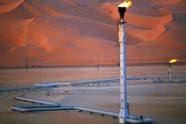 Saudi tăng giá bán dầu thô cho thị trường châu Á và Mỹ
