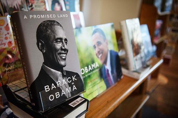 Hồi ký của ông Obama là sách bán chạy nhất năm 2020 tại Mỹ