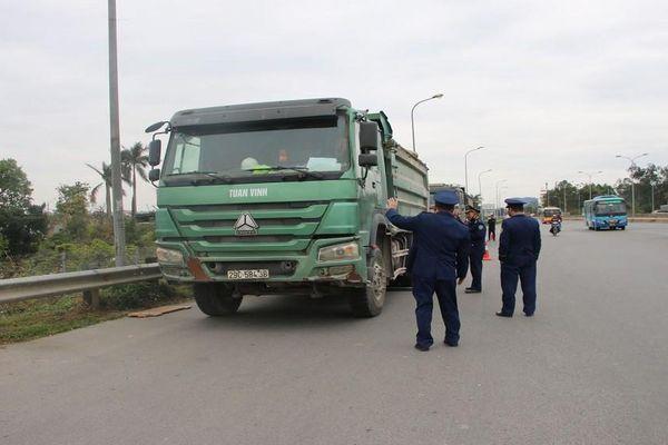 Xử lý xe quá tải trên 100 % lưu thông trên cầu Thăng Long một ngày sau thông xe