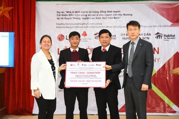 LG cùng Habitat For Humanity xây mới và sửa chữa nhà cho người dân tộc Mường tại Hòa Bình