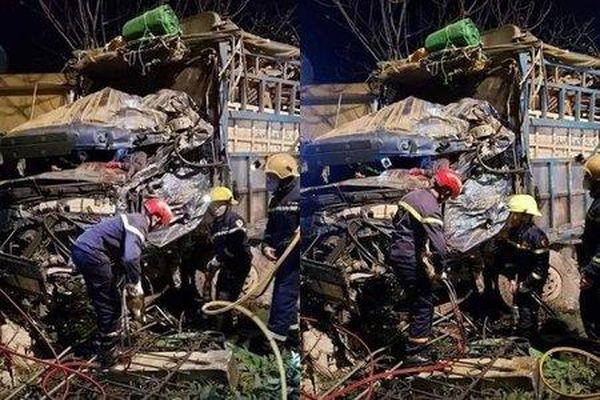 Nam Định: Hai xe tải tông trực diện, tài xế mắc kẹt trong cabin