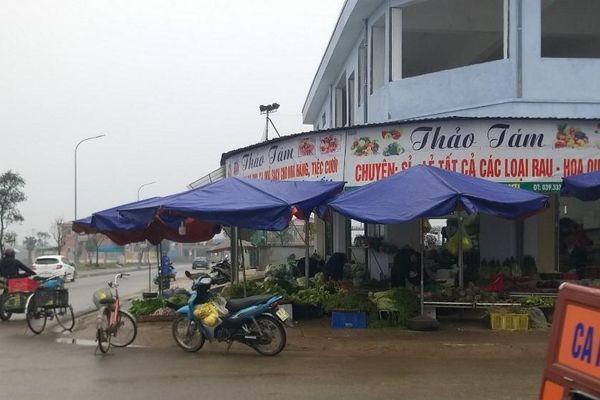 Trung tâm thương mại tổ chức họp chợ trái phép, 500 tiểu thương Hà Tĩnh bức xúc