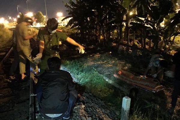 Khám nghiệm hiện trường vụ người đàn ông có CMND mang tên Đỗ Trường Giang bị tàu hỏa tông