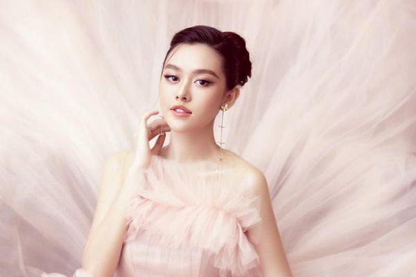 Xuất hiện sau đám cưới, Á hậu Tường San ngọt ngào như công chúa