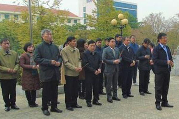 Đoàn công tác VKSND tối cao dâng hương tại Đền thờ Chủ tịch Hồ Chí Minh trên quê hương cách mạng