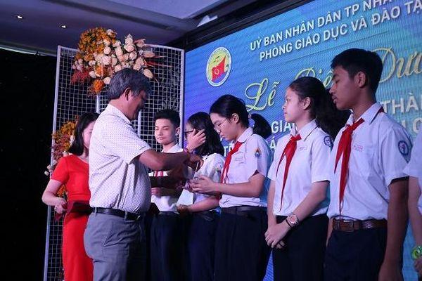 Phòng Giáo dục và Đào tạo TP. Nha Trang tuyên dương học sinh, giáo viên đạt thành tích trong các kỳ thi