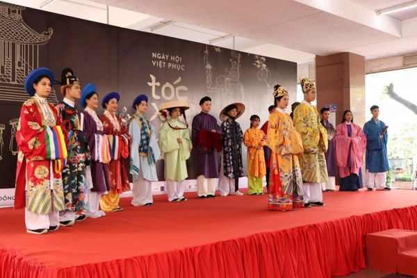 Đạo diễn Kawaii Tuấn Anh ấm lòng trước giá trị văn hóa Việt ở ngày hội 'Tóc Xanh Vạt Áo'