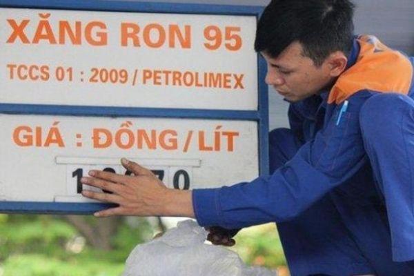 Xăng dầu tăng lần thứ 4 liên tiếp, RON 95-III chạm ngưỡng 17.000 đồng/lít