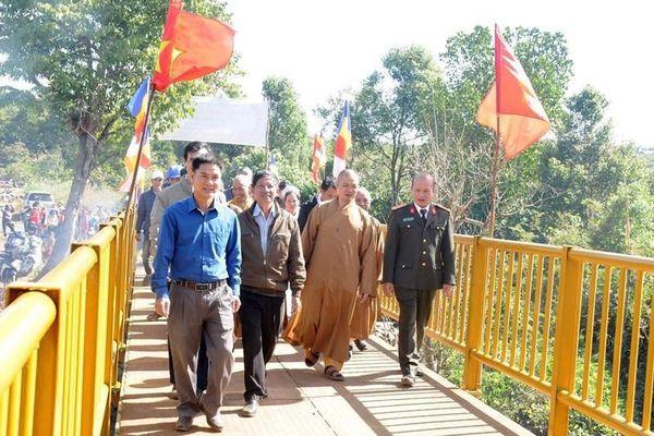 Ban Trị sự huyện Đăk R'lấp làm cầu cho dân