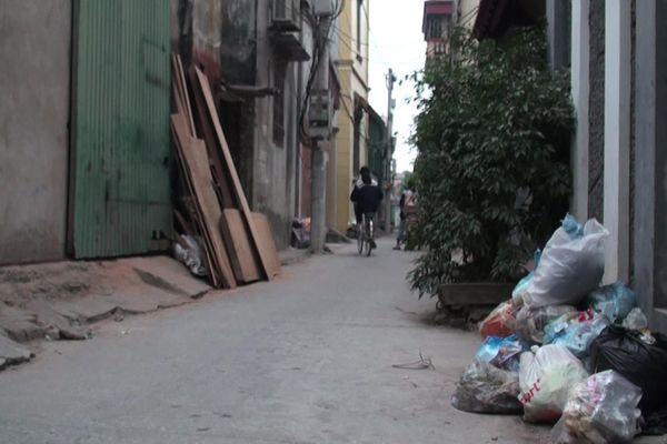 Rác thải bốc mùi hôi thối bủa vây xã ngoại thành Hà Nội