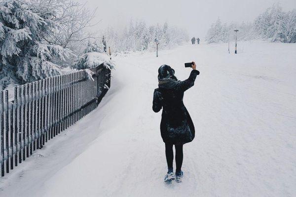 Tuyết đang rơi ở Lào Cai, bỏ túi ngay mẹo chụp ảnh 'sống ảo' với tuyết