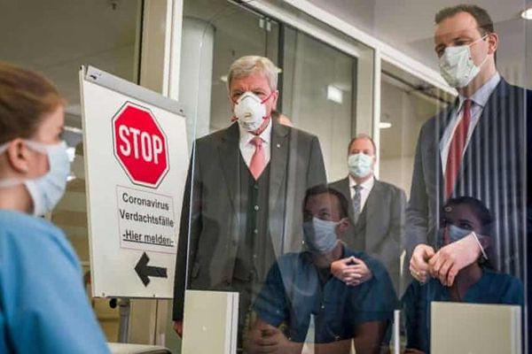 Phát hiện biến thể của SARS-CoV-2 từ Nam Phi, Đức chi 200 triệu euro để truy vết