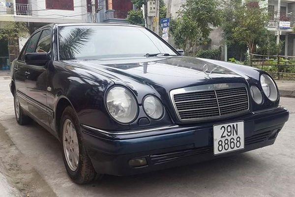 Cận cảnh xe sang Mercedes E230 chỉ 100 triệu tại Hà thành