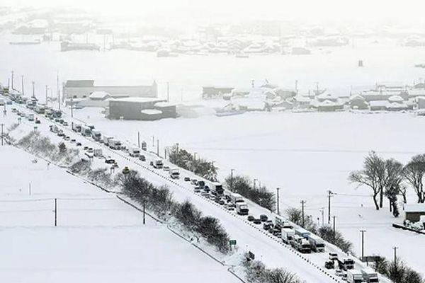 Nhật Bản: Hình ảnh tuyết rơi kỷ lục khiến 10 người chết, 300 người bị thương