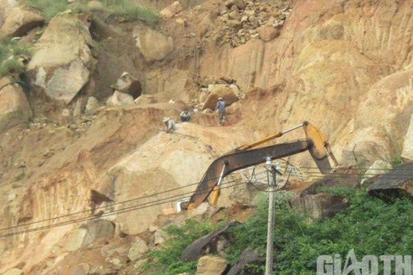 Bình Định: Đá tặc lộng hành, băm nát núi Hòn Chà, hù dọa cơ quan chức năng
