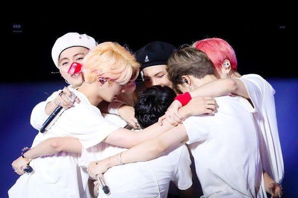 5 lần các thành viên BTS thể hiện sự ủng hộ cho đồng đội