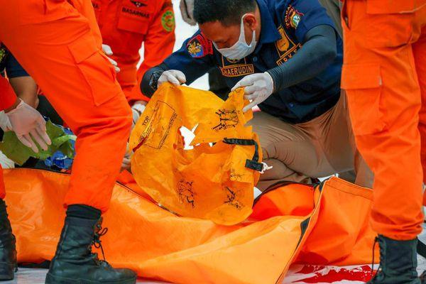 Indonesia trục vớt thành công hộp đen của máy bay gặp nạn, nguyên nhân tai nạn sắp được giải đáp