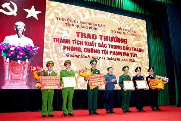 Quảng Bình: Khen thưởng Ban chuyên án vụ phá án vận chuyển 13kg ma túy