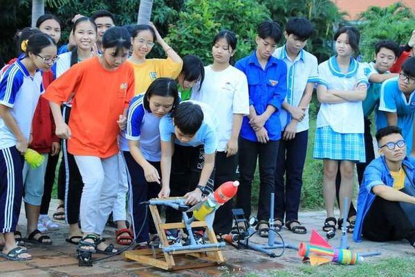 Giao lưu khoa học 'Bay lên những ước mơ' tại Làng trẻ em SOS Nha Trang