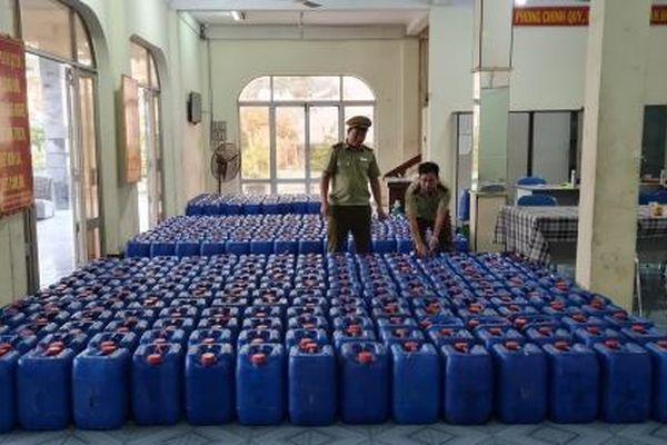 Phát hiện hơn 8.000 lít rượu không rõ nguồn gốc xuất xứ tại Phú Yên