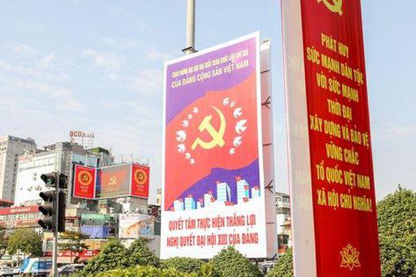 Đường phố Hà Nội trang trí rực rỡ chào mừng Đại hội đại biểu toàn quốc lần thứ XIII của Đảng