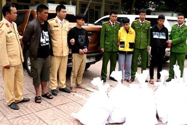 Cảnh sát nổ súng, trấn áp xe chở 8 bao tải ma túy trị giá hàng trăm tỷ đồng