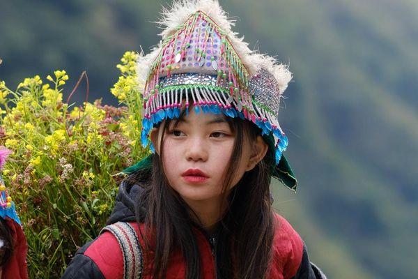Những bé gái xinh xắn trên cung đường phượt Hà Giang