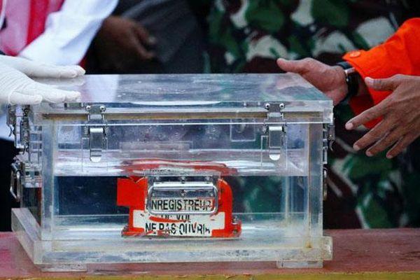 Indonesia tin sẽ sớm tìm được hộp đen thứ hai của máy bay rơi xuống biển