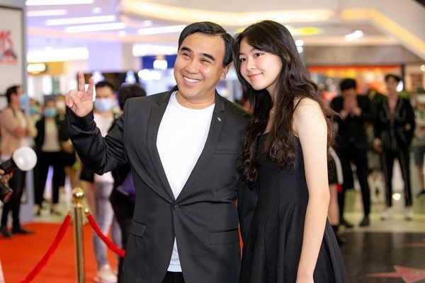 MC Quyền Linh đưa con gái xinh như hoa hậu đi sự kiện