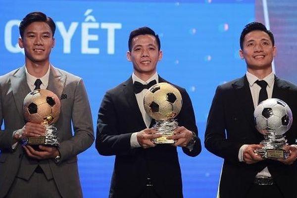 Văn Quyết giành giải Quả bóng Vàng Việt Nam 2020