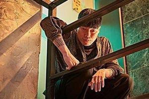 Diễn viên Bae Jin Woong bị cáo buộc cưỡng hiếp người mẫu trẻ