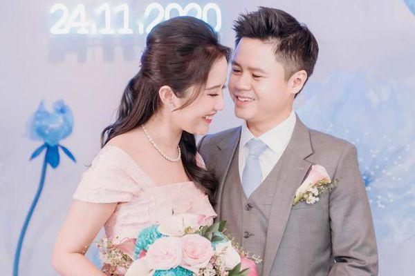 Khách mời hé lộ thiệp cưới của Primmy Trương và Phan Thành, ngày vui đã cận kề mà chính chủ vẫn im lặng