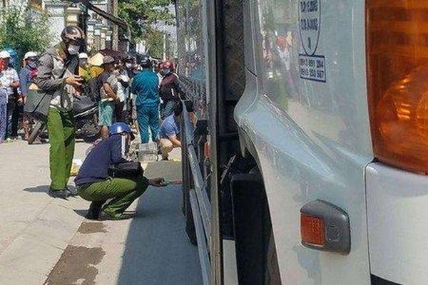 TP.HCM: Va chạm với xe tải, nữ sinh tiểu học tử vong thương tâm