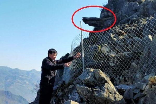 Phượt thủ rơi từ mỏm đá tử thần ở Hà Giang: Dùng lưới thép rào chắn đường lên