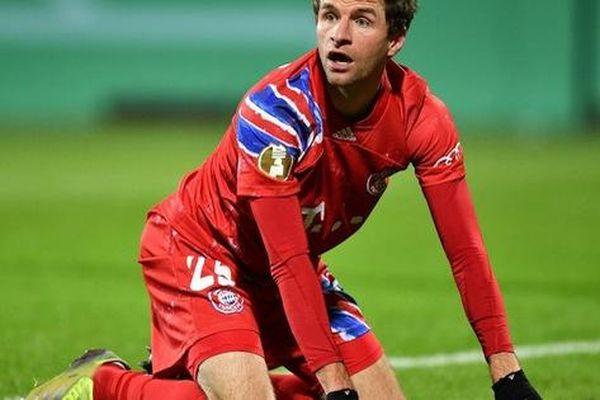 Thomas Muller trút giận lên nữ phóng viên sau thất bại muối mặt của Bayern Munich