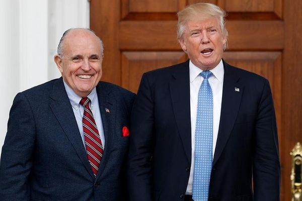 Tổng thống Trump ngưng trả tiền cho luật sư kiện bầu cử