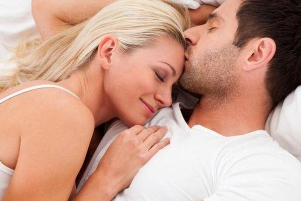 Phát hiện chồng ngoại tình nhờ món đồ rơi ra từ túi áo khoác