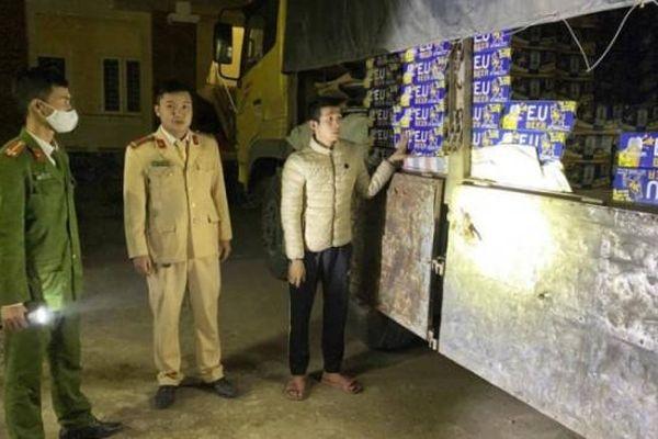 Quảng Bình: Lái xe 'phê' ma túy, chở hàng lậu bị tước bằng lái 23 tháng