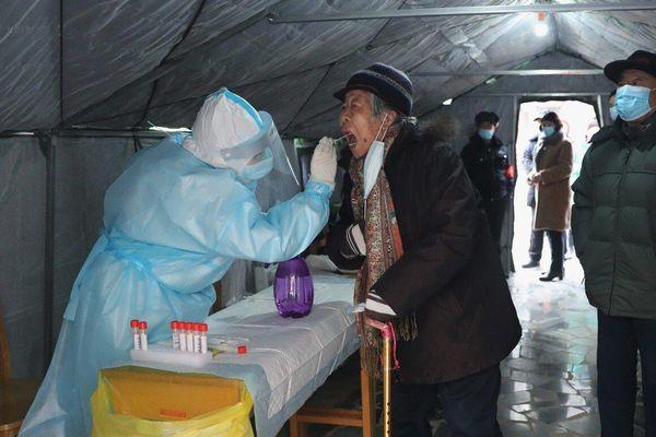 COVID-19 diễn biến khó lường, Trung Quốc cấm hiếu hỉ tại nông thôn