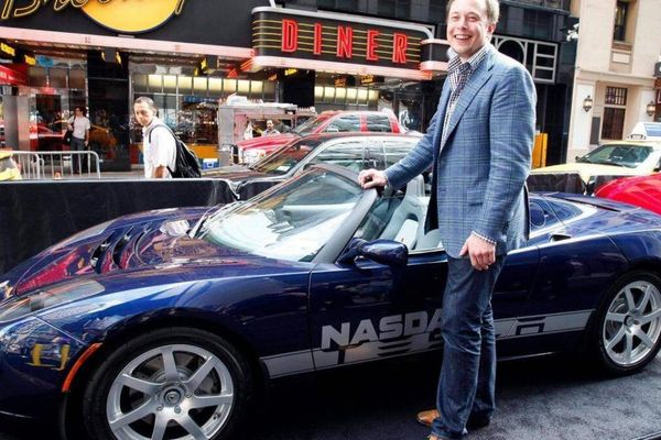 Tỷ phú giàu nhất thế giới Elon Musk sở hữu bộ sưu tập xe khủng cỡ nào?