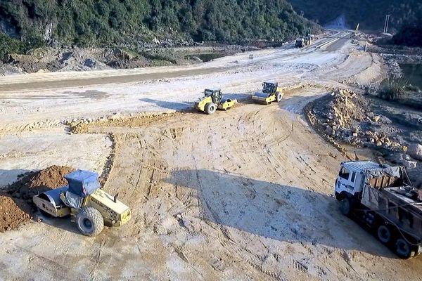 Sử dụng đất đá thải mỏ làm vật liệu san lấp: Lợi ích kép