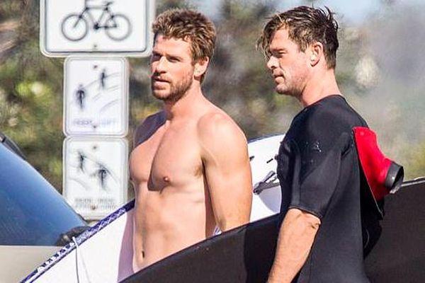 Liam Hemsworth luôn khóc khi xem 'Titanic'
