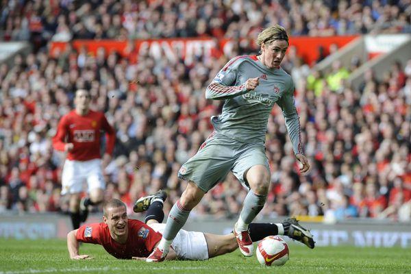 Torres và ngày ác mộng với trung vệ của MU