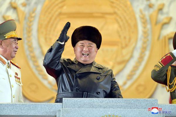 Cận cảnh vũ khí 'mạnh nhất thế giới' của Triều Tiên tại lễ duyệt binh mừng Đại hội Đảng