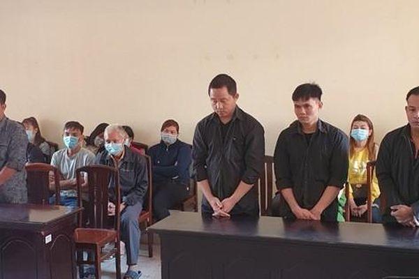 CLIP: Lượm súng về giấu ở tiệm cầm đồ, 4 người đàn ông ở Phú Quốc lãnh án