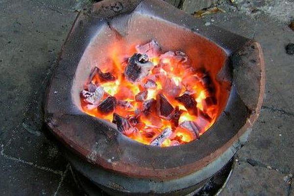 Thêm một bé gái 4 tuổi nhập viện do ngộ độc khí than khi sưởi ấm