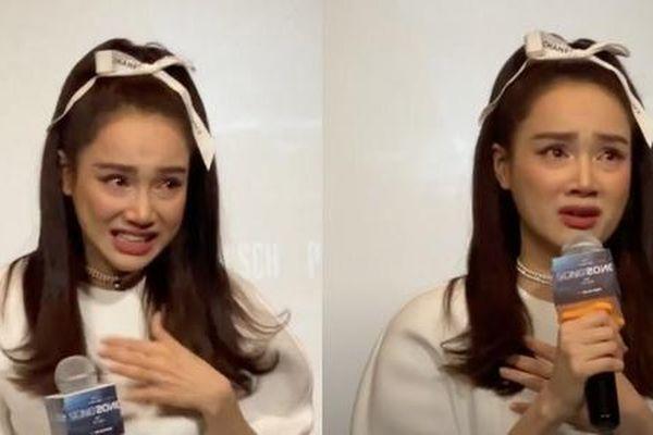 Khán giả chỉ trích Nhã Phương vì đến trễ họp báo 2 tiếng dù đã 'khóc cạn nước mắt'